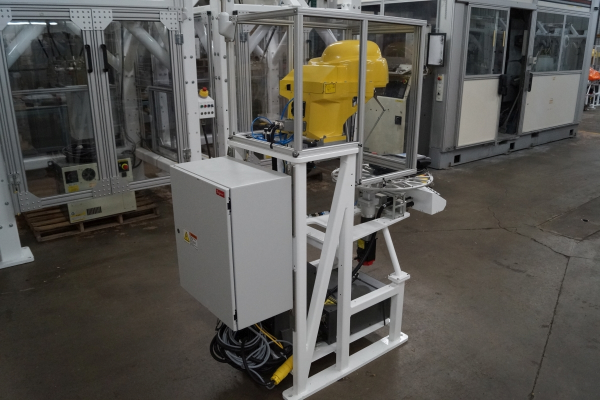 Fanuc M 1ia 0 5a R 30ia 7 Axis Spider Robot Cell Scc